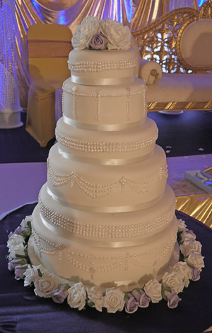 Piped Detail Wedding Cake